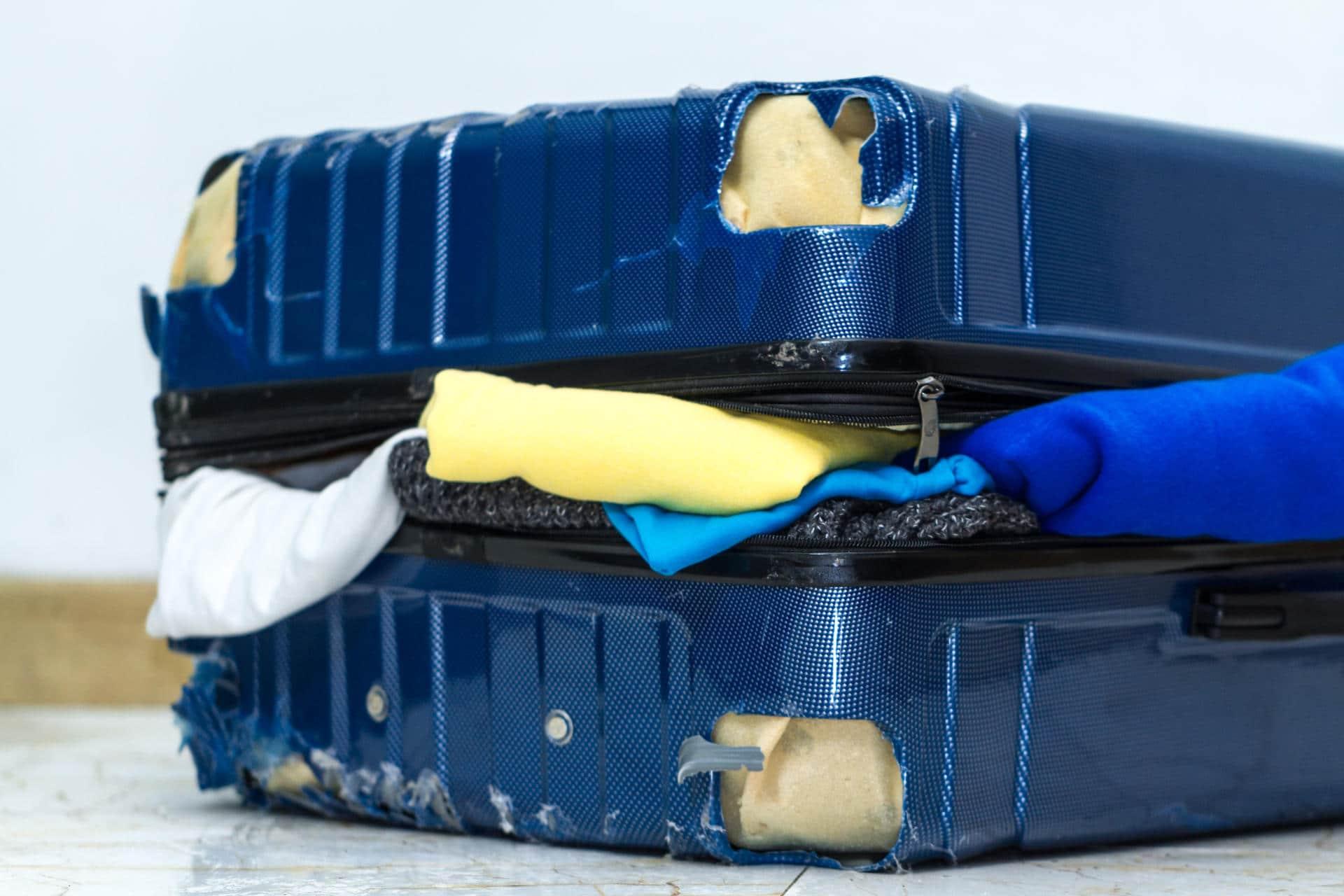 Hajonnut matkalaukku